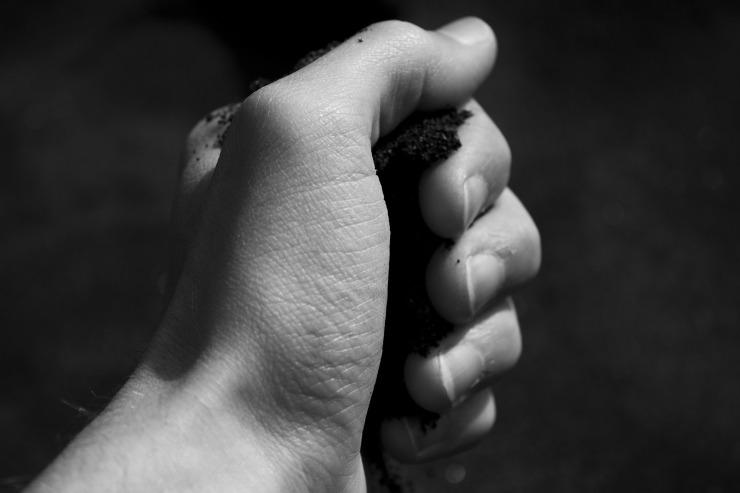 hand-63751_1920
